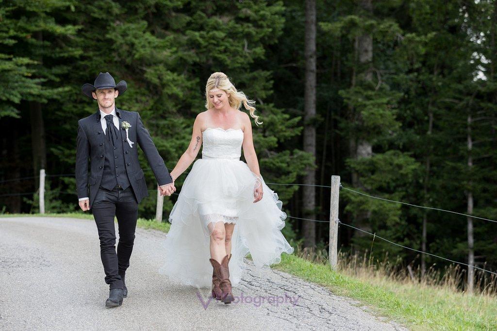Cowboy-Cowgirl-Hochzeit.jpg